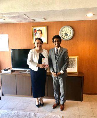 スリランカ大使館に表敬訪問をしました。